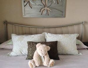 Lakeview Room Bed & Teddy Bear