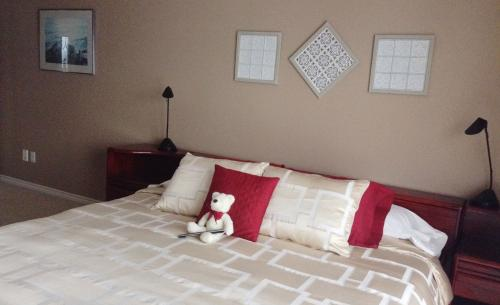 Panorama Room. King Bed w/ Teddy