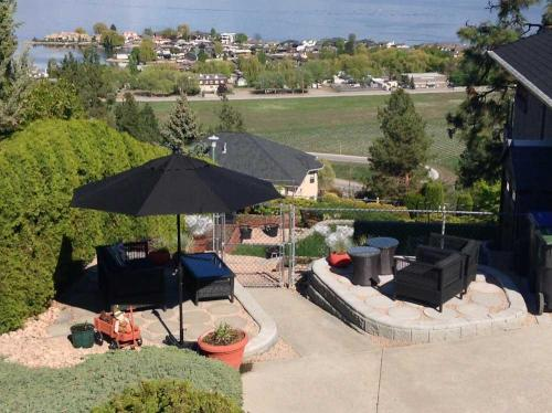 A Lakeview Heights Bed and Breakfast Guest Patio